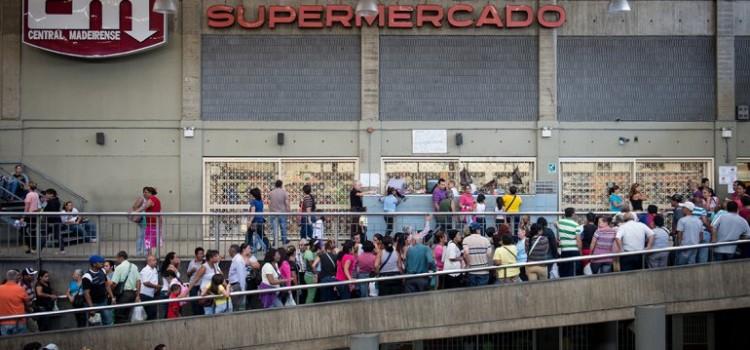Sin dólares con hiperinflacion y escasez: Venezuela en el colapso